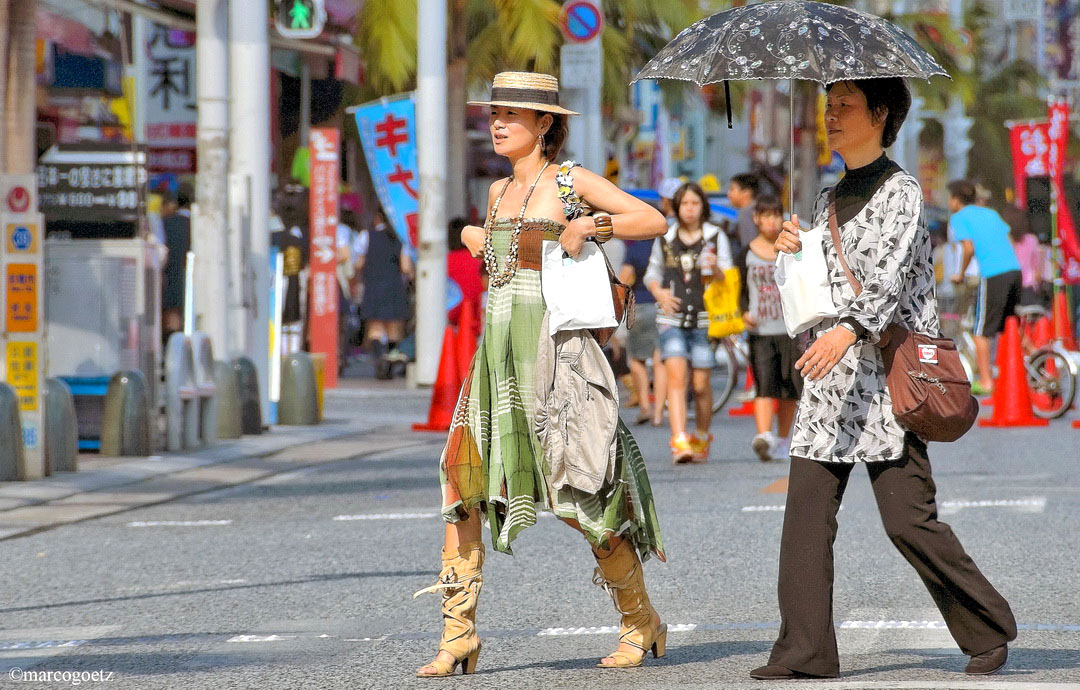 FASHION WOMAN OKINAWA JAPAN